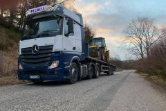 Thelwell Mercedes Actros with flatbed trailer carrying Digger