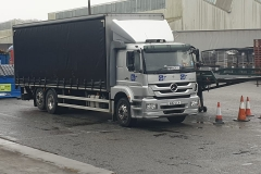 GIT Mercedes 6 wheel Curtainsider Rigid truck with lift axel