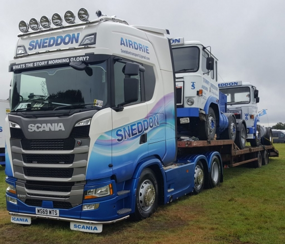 Sneddon Scania S500 Piggy Backs on Low Loader Truckfest 2019