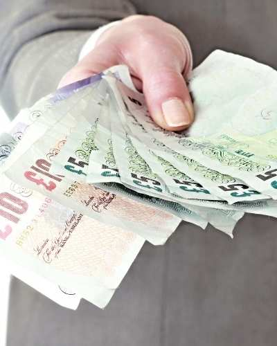 how much do truck drivers get paid in the UK